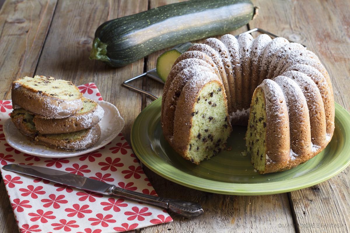 ciambella dolce con zucchine e mandorle