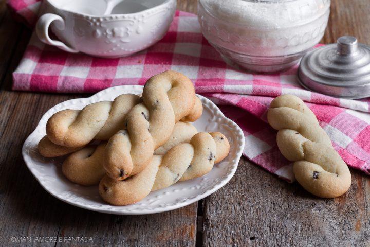 biscotti treccine con gocce di cioccolato
