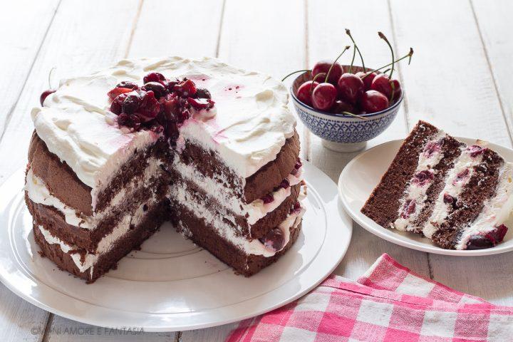 torta cioccolato panna e ciliegie