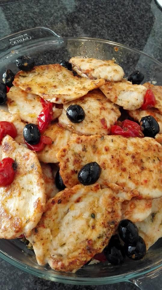 Petto di pollo con olive e pomodorini al profumo di origano
