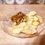 Fiori di salmone in crosta di pistacchi con patate al forno