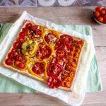 Torta salata con pomodori e peperoni