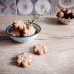 Biscotti salati con farina di castagne, noci e rosmarino