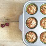 Muffin alle ciliegie con fiocchi d'avena, grano saraceno e farro