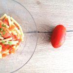 Pasta con pomodoro e cipolla rossa