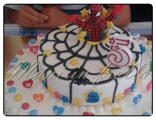 Torta compleanno Spiderman in pasta di zucchero e panna