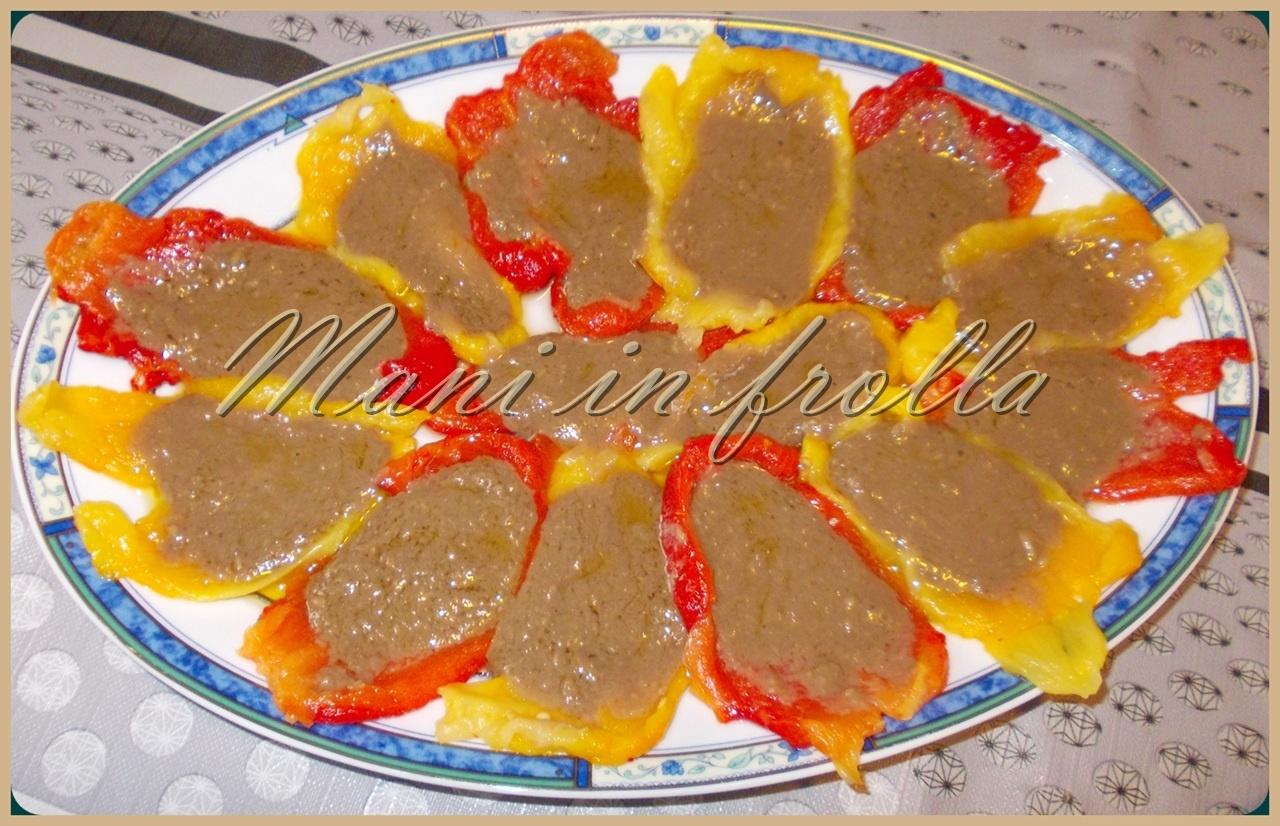 Peperoni arrostiti con salsa di acciughe | Mani in frolla