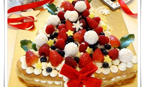 Abete di frolla con crema e frutti di bosco