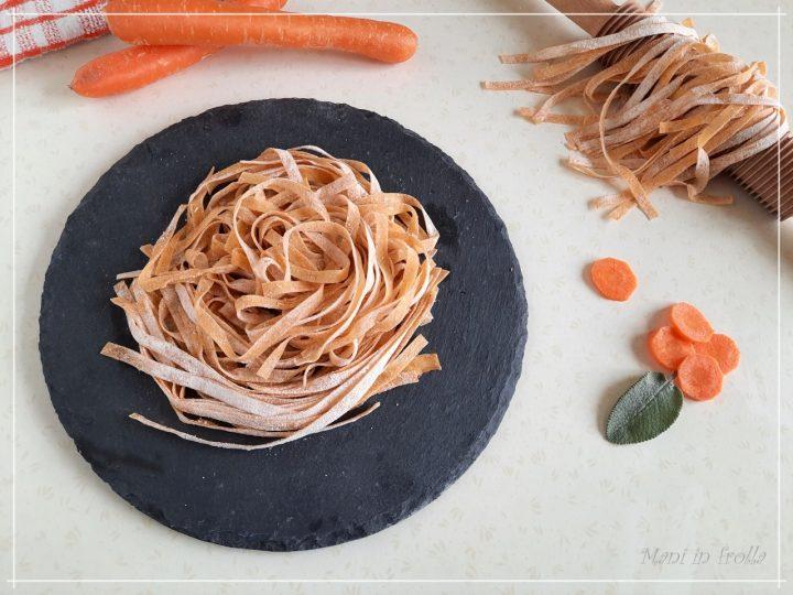 Tagliatelle colorate fatte in casa ... alle carote