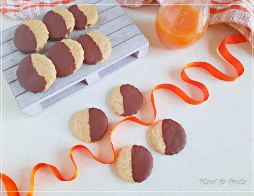 Biscotti all'arancia ricoperti di cioccolato – senza uova