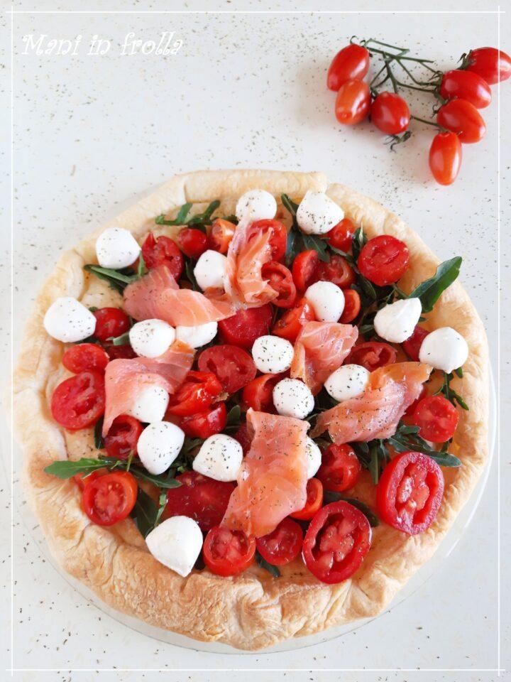 Torta sfogliata con pomodorini crescenza e salmone