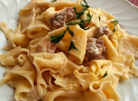 Pappardelle panna, porcini e salsicce