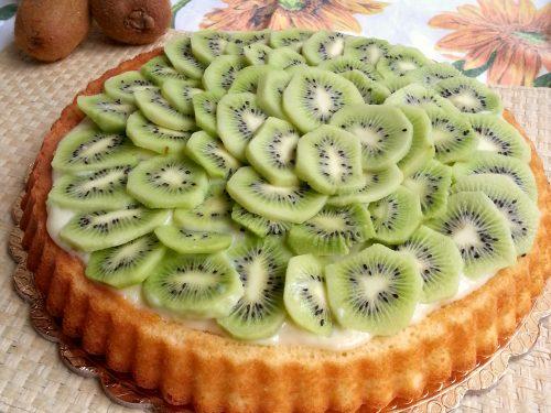 Crostata con base morbida kiwi e crema