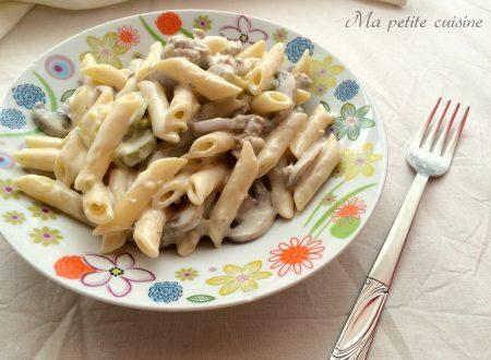 Penne panna funghi salsiccia e zucchine
