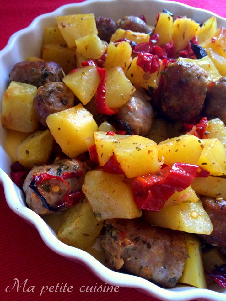 Patate e peperoni con salsiccia