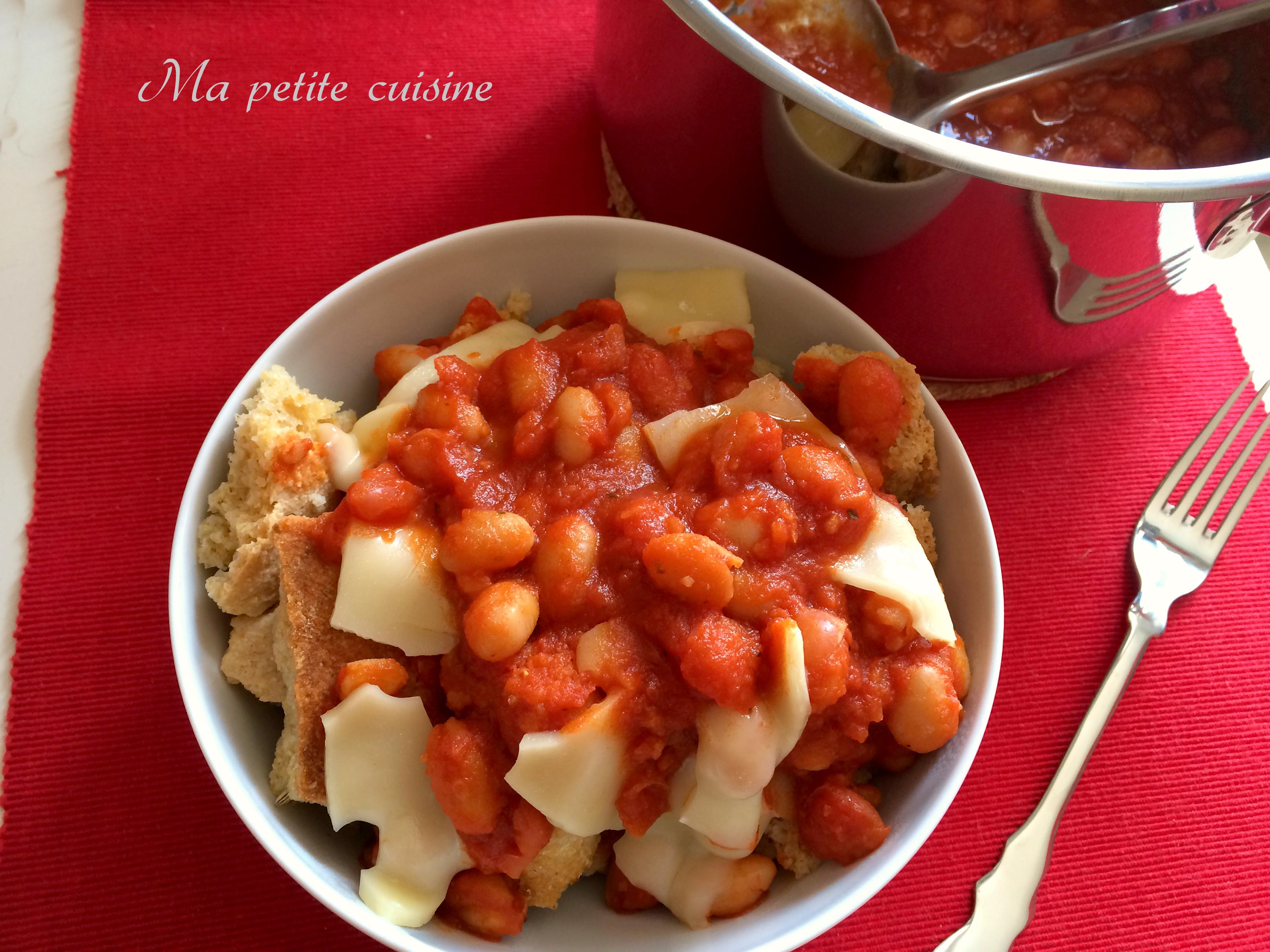 Fagioli al sugo su pane biscottato video ricetta ma petite cuisine - Ma petite cuisine by audrey ...