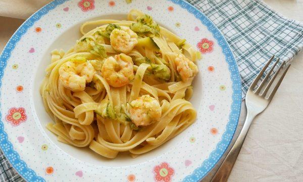 Fettuccine gamberi e zucchine video ricetta