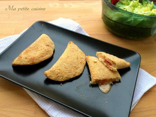 Mezzelune pomodoro e formaggio filante