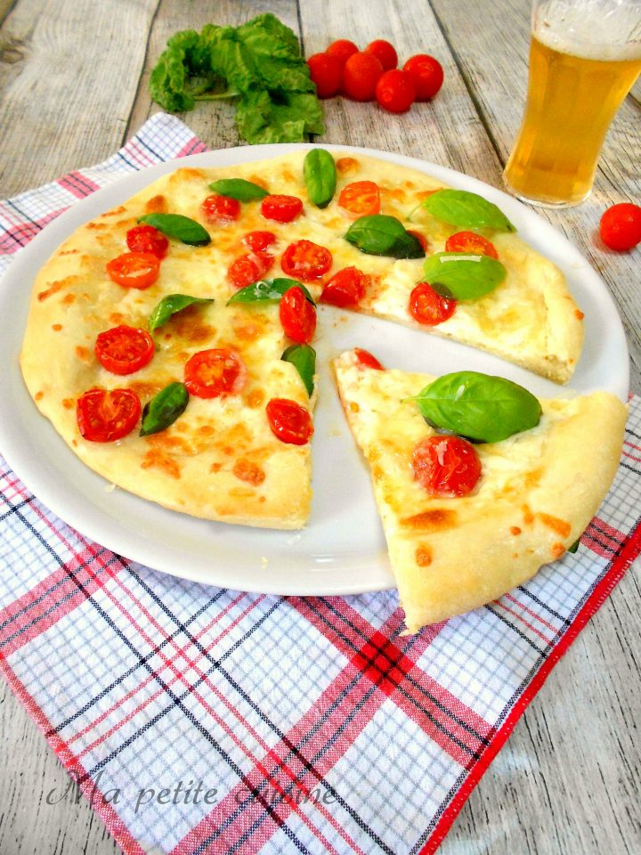 Pizza con 1 grammo di lievito ai pomodorini