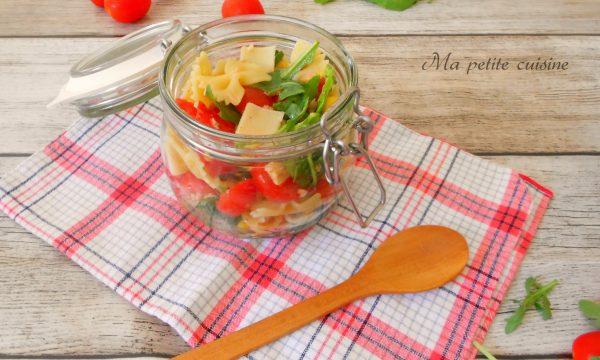 Farfalle all'insalata con rucola, pomodorini e mais