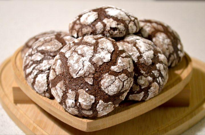 Chocolate Crinkles – Biscotti morbidi al cioccolato