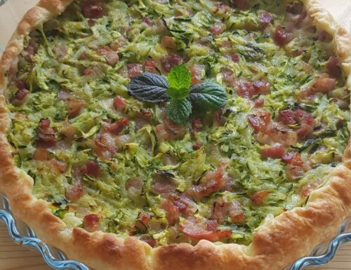 Torta salata con zucchine, bacon, patate, provola e menta