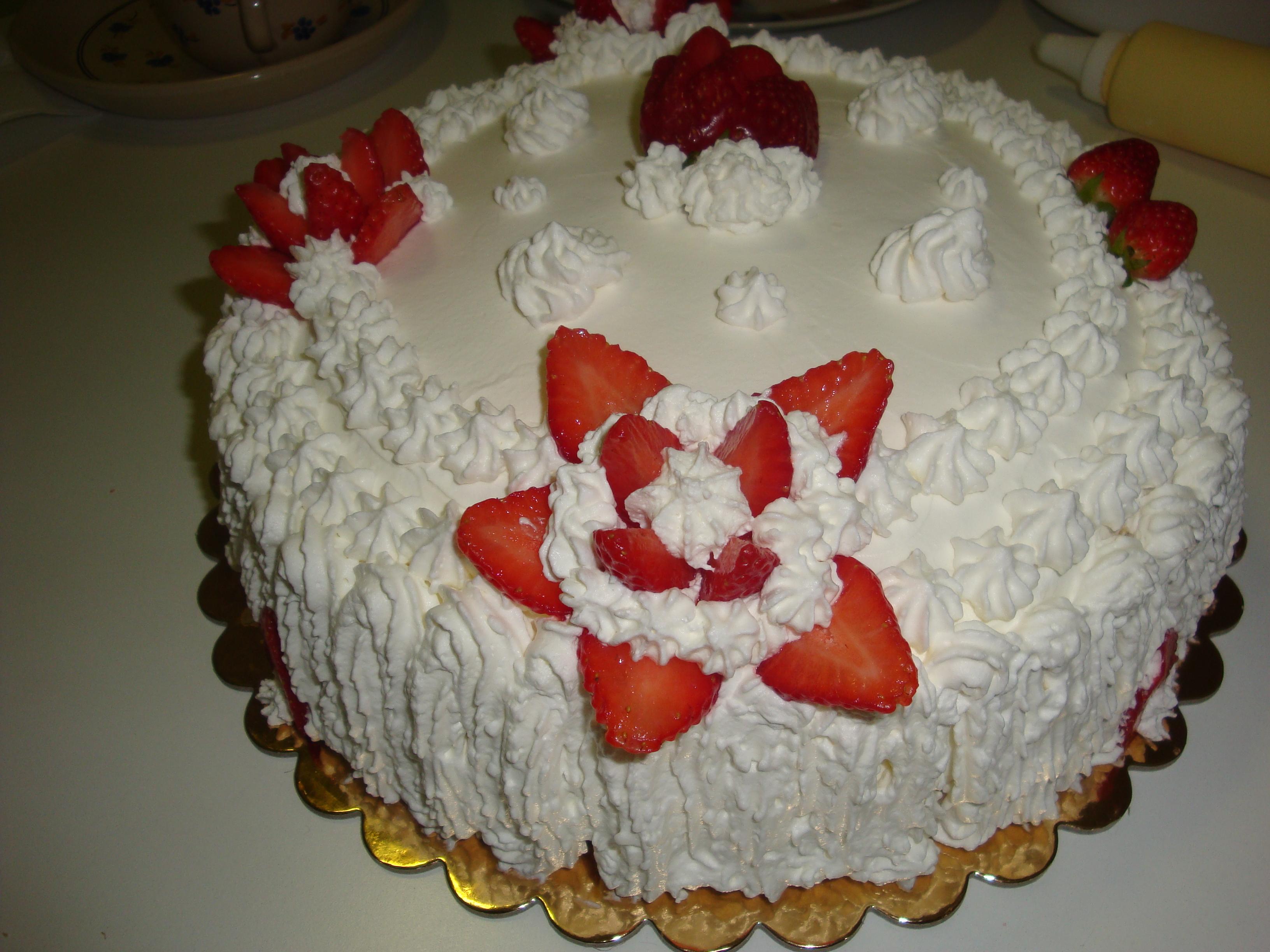 Torte matrimonio panna e fragole migliore collezione for Decorazioni di torte con panna montata