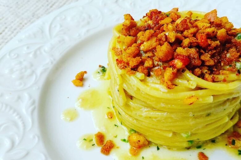 Spaghetti tonno e granella al pomodoro