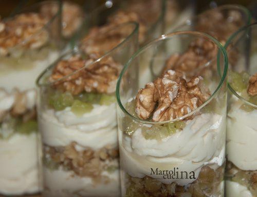 Bicchierini con mousse di gorgonzola, sedano e noci