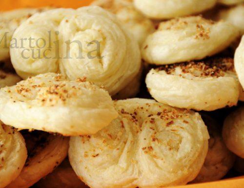 Cuori di sfoglia alla cipolla e pecorino