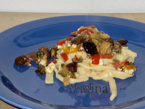 Ragù di verdure, olive taggiasche e feta