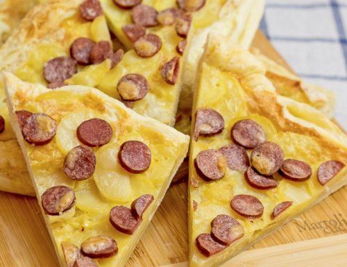 Torta salata con patate e wurstel, ricetta facile
