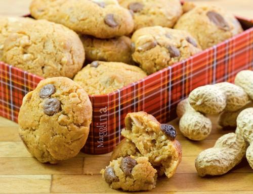 Biscotti velocissimi al burro di arachidi e cioccolato, ricetta con video