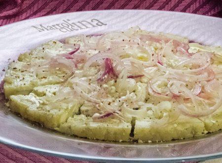 Graukase o formaggio grigio con cipolle