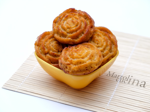 Muffin salati all'olio con pomodorini secchi