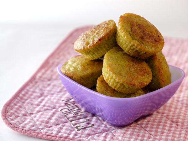 Muffin salati al pesto di piselli e prosciutto senza burro