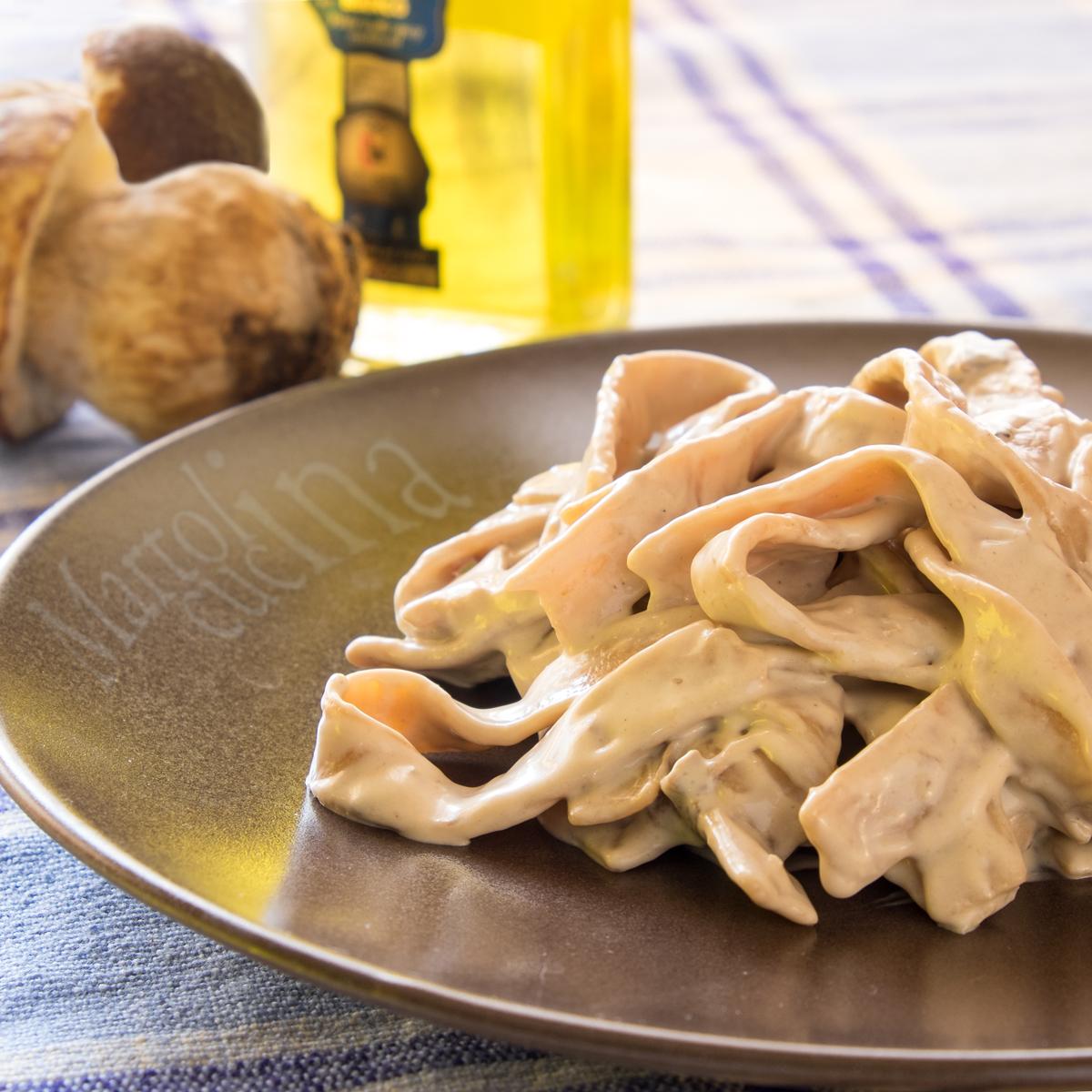 Tagliatelle-di-castagne-mascarpone-porcini-tartufo-1200x1200