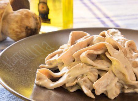 Tagliatelle di castagne con  mascarpone e porcini al profumo di tartufo