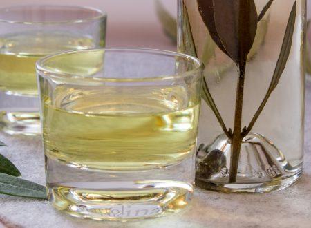 Liquore di ulivo, ricetta facile, idea regalo