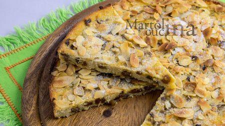 Pizza dolce di polenta con ricotta e mandorle
