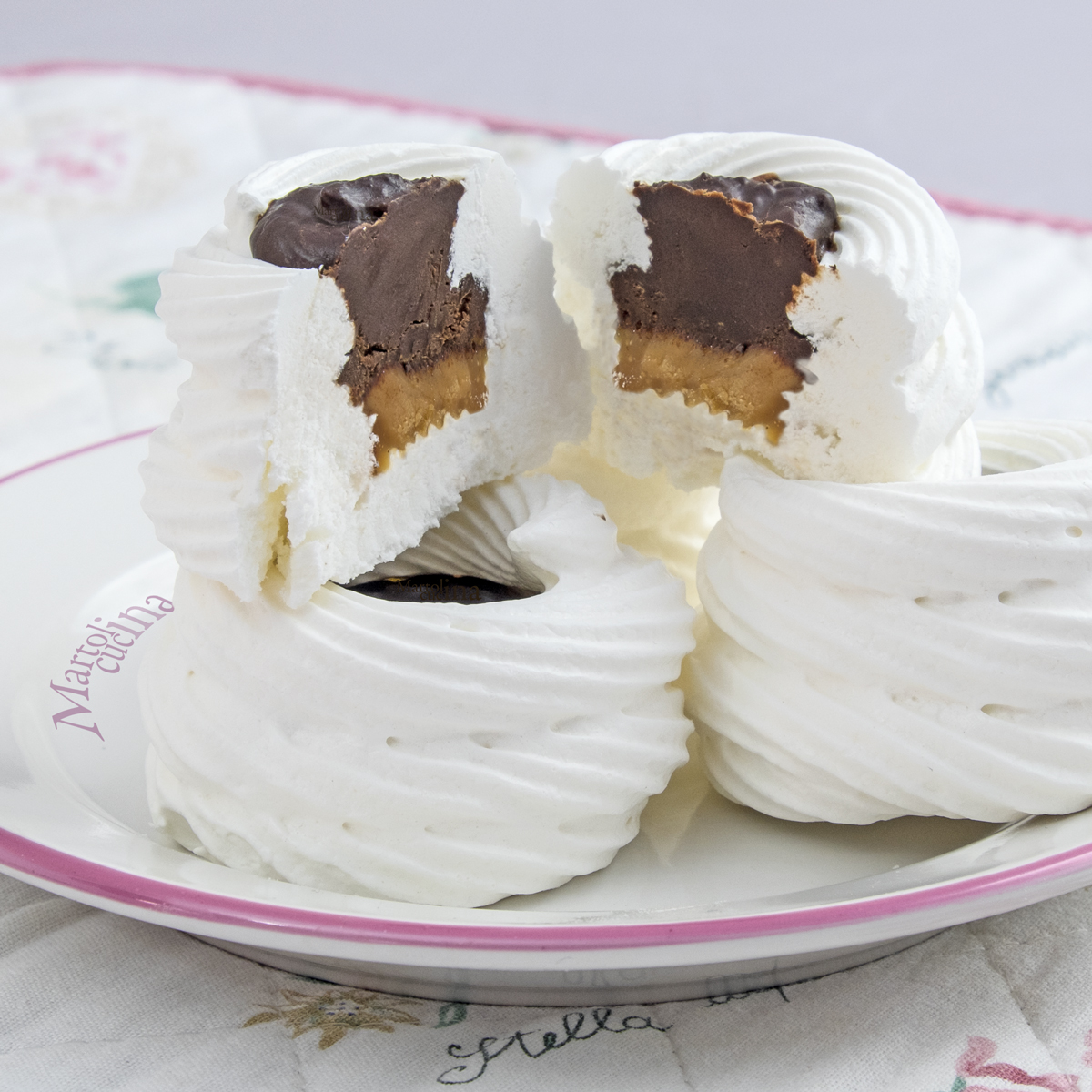Cestini-meringa-caramello-cioccolato-sale-C1200x1200