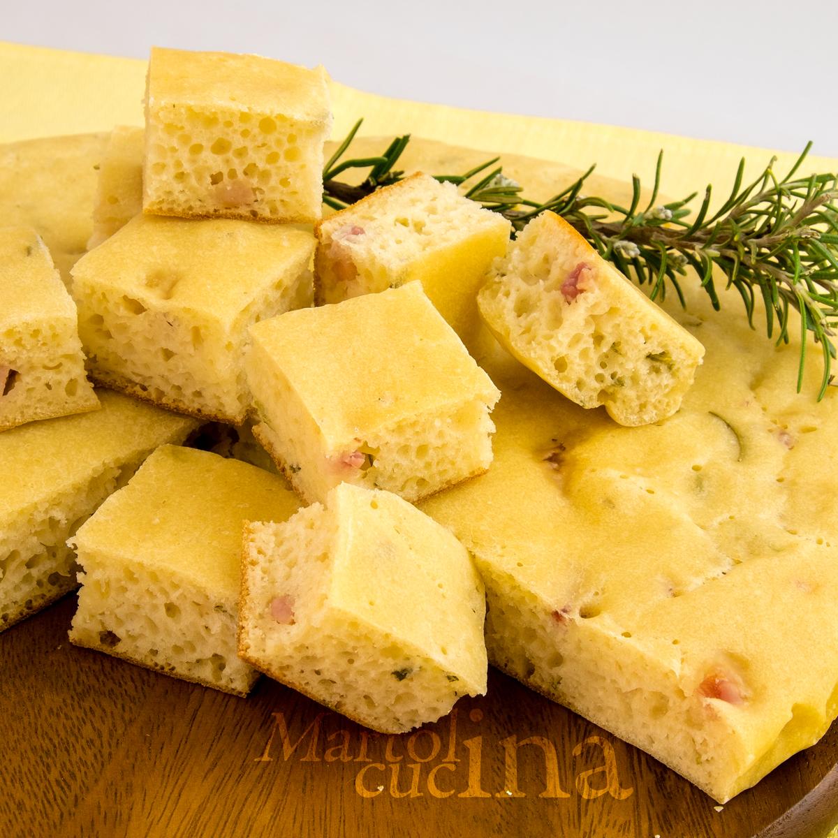 Focaccia velocissima con pancetta e rosmarino (in microonde)