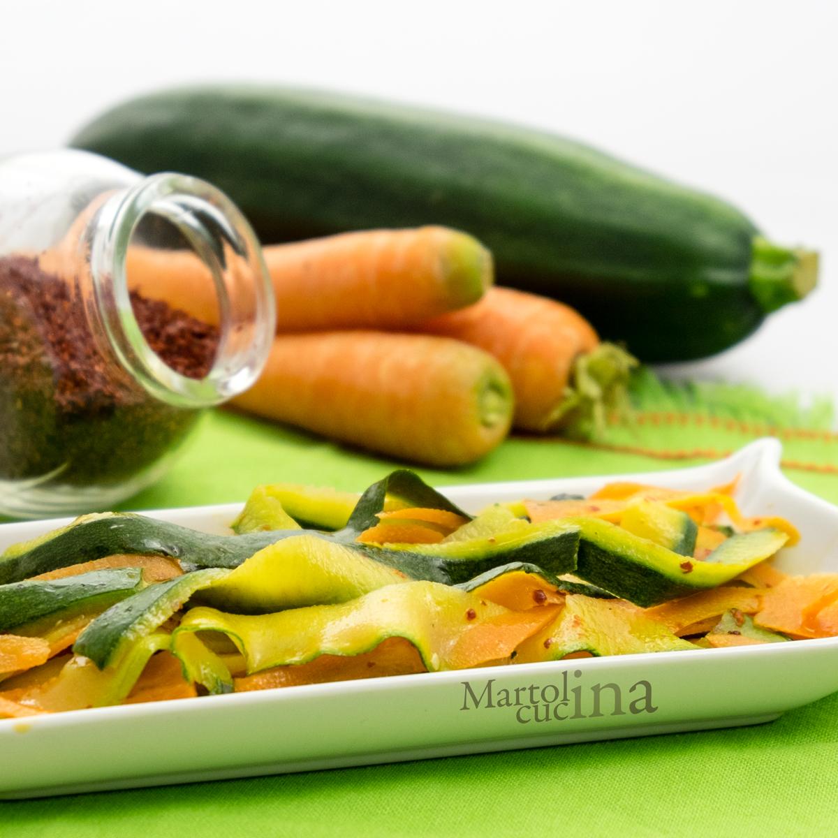 Nastri di zucchine e carote in salsa piccante