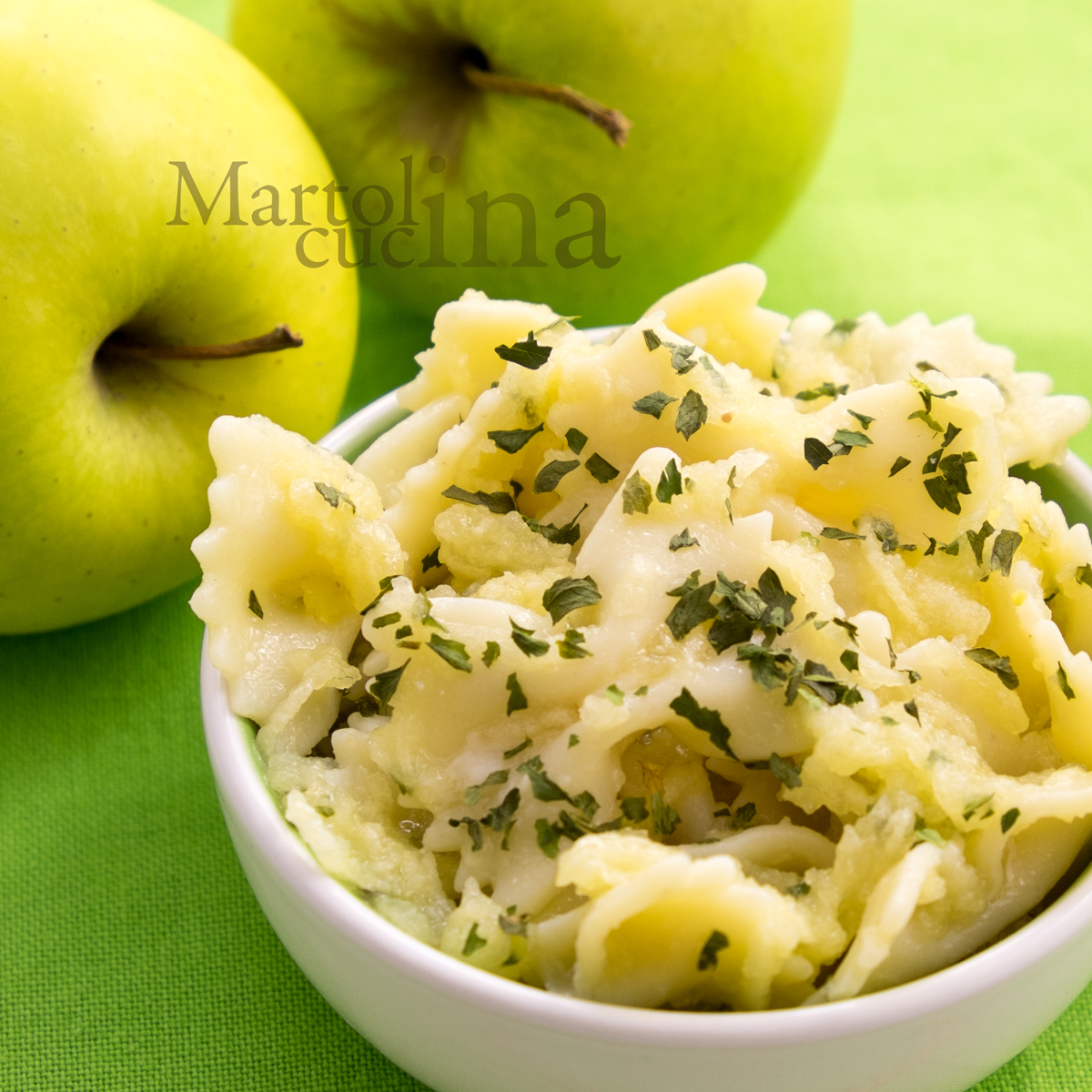 Pasta al pesto di mela