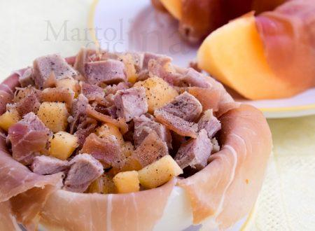 Insalata di tacchino o di pollo con melone e prosciutto