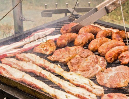 Pulire e preparare le carni per la grigliata