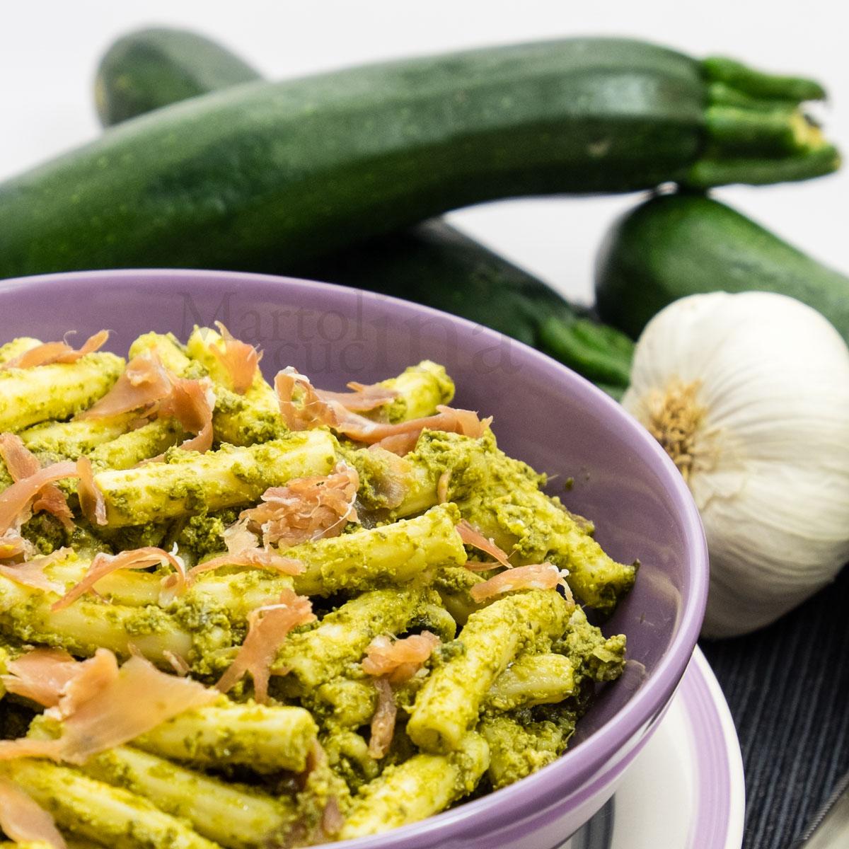 Pasta-al-pesto-di-zucchine-prosciutto-crudo-A-1200x1200