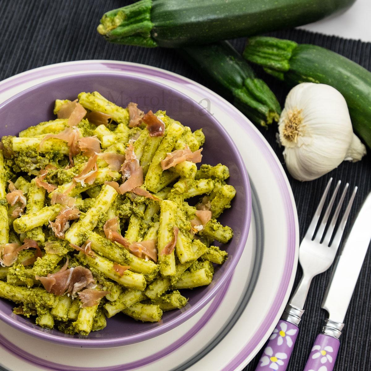 Pasta-al-pesto-di-zucchine-prosciutto-crudo-B-1200x1200
