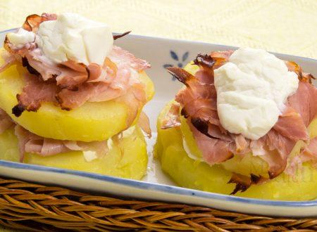 Sandwich di patate con scamorza e prosciutto
