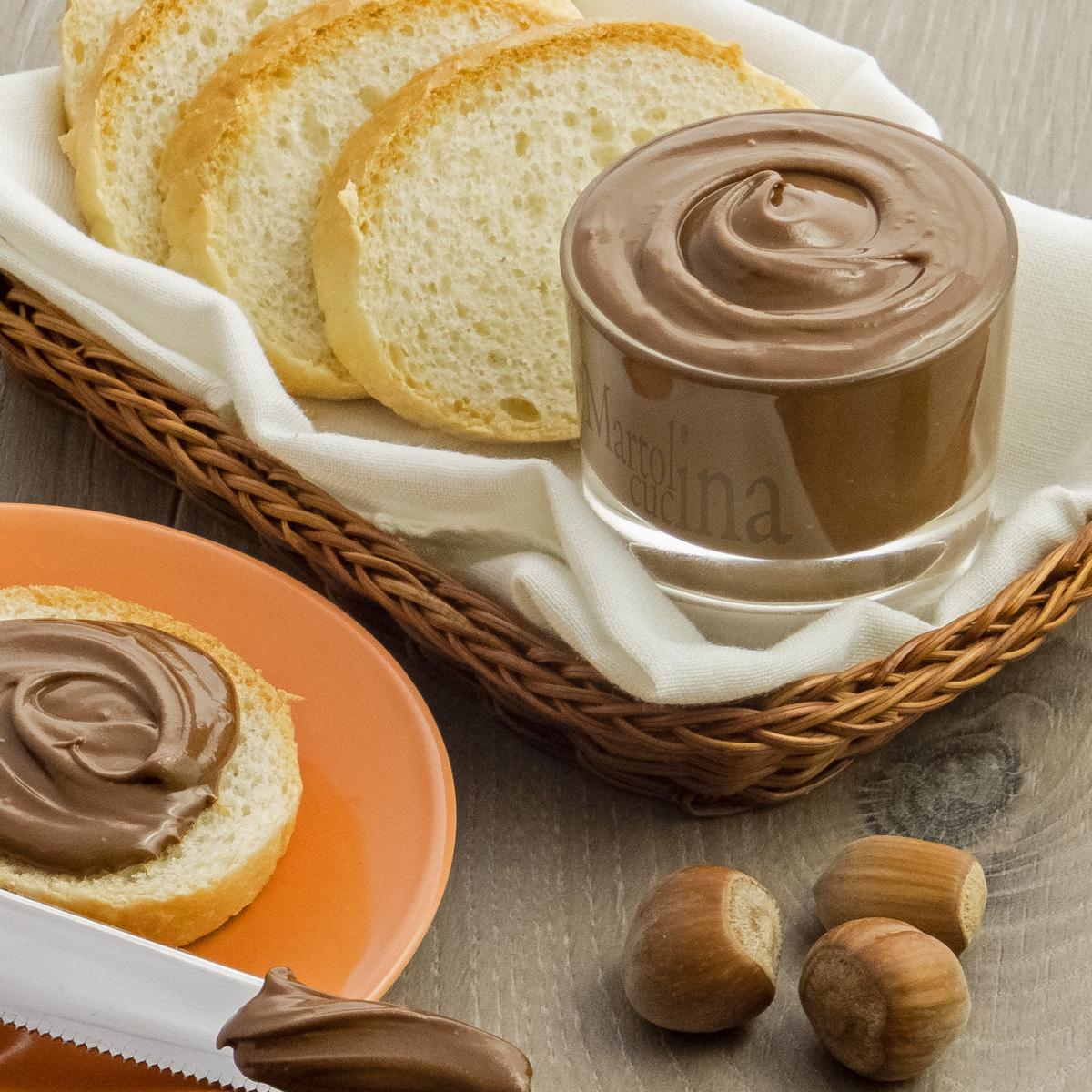 Crema al cioccolato con nocciole